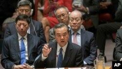 El ministro chino de Relaciones Exteriores, Wang Yi, habla durante una reunión ministerial sobre el Consejo de Seguridad sobre la situación en Corea del Norte, 28 de abril de 2017, en la sede de las Naciones Unidas.