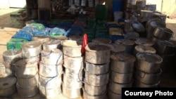 Panci-panci ini dijadikan bahan peledak yang ditanam di tanah oleh kelompok militan ISIS saat menguasai kota Mosul, Irak. (Foto: Jamal Syare)