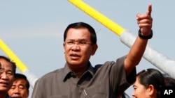 Thủ tướng Hun Sen cho biết ông đã yêu cầu cảnh sát bắt giam ông thượng nghị sĩ sau khi ông Hong Sok Hour đăng một tài liệu giả mạo.