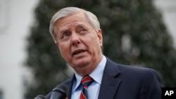 """Graham, quien dijo que Trump hablaron por teléfono el domingo en la mañana, dijo que el camino legislativo """"está a punto de terminar"""" y culpó a Pelosi."""