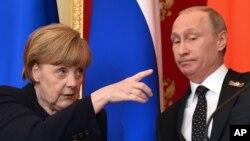 Shugabar Jamus Angela Merkel da shugaban Rasha Vladimir Putin