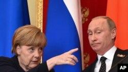 德國總理默克爾與俄羅斯總統普京在莫斯科克里姆林宮共同出席記者會 (2015年5月10日)