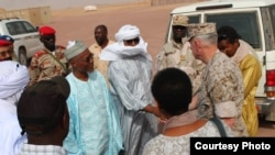 Le général Thomas Waldhauser, s'est rendu à Agadez, pour rencontrer plusieurs leaders nigériens, le 1er novembre 2016. (Photo par Samantha Reho, U.S. Africa Public Affairs/ Released)