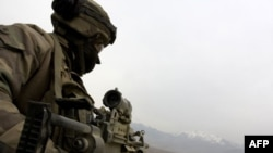 Binh sĩ Pháp tại Thung lũng Tagab ở Afghanistan. Pháp có 4.000 quân ở Afghanistan và 62 binh sĩ của họ đã hy sinh ở quốc gia Nam Á này
