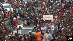 Milhares de guineenses juntaram-se num protesto da oposição em Conacry contra o governo - Setembro 2012