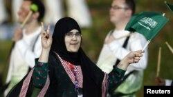 지난 달 27일 런던 올림픽 개막식장에 들어서는 사우디 아라비아의 워잔 알리 세라지 압둘라힘 샤흐르카니 선수.