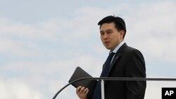 时任共和党总统候选人政策顾问的陈仁宜陪同罗姆尼访问波兰。(2012年7月30日)