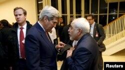 جان کری وزیر خارجه ایالات متحده (چپ) و محمدجواد ظریف وزیر امور خارجه ایران در وین - ۲۶ دی ۱۳۹۴