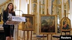 11일 프랑스 파리에서 오렐리 필리페티 문화장관이 나치 약탈 미술품 3점을 소유주에게 추가로 반환할 계획이라고 밝혔다.