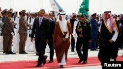 Tổng thống Mỹ Barack Obama được hộ tống ra máy bay để rời Ả rập Xê-út trở về Washington, 29/3/2014