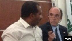 Angola primeiro secretàrio do comité municipal do MPLA no Namibe João Guerra (à esquerda)