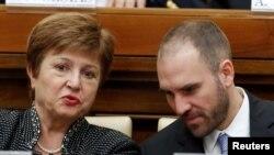 La directora gerente del FMI, Kristalina Georgieva, y el ministro de Economía de Argentina, Martin Guzmán, asisten a una conferencia organizada por el Vaticano sobre solidaridad económica, 5 de febrero de 2020. REUTERS / Remo Casilli.
