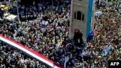Hình ảnh trên Youtube cho thấy hàng vạn người xuống đường ở Hama hôm thứ Sáu để đòi tổng thống từ chức.