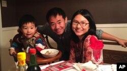 «ژیو وانگ» دانشجوی آمریکایی زندانی در ایران به همراه همسر و فرزندش، پیش از دستگیری