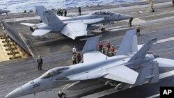 지난 2010년 12월 일본 오키나와 현에서 미국과 일본이 합동 군사훈련을 실시하고 있다. (자료사진)