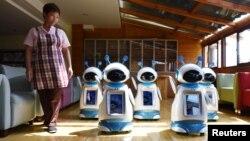 Roboti koji rade u domu za pensioner u Kini