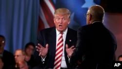 លោក Donald Trump ថ្លែងនៅក្នុងកម្មវិធី «ថ្ងៃនេះ» ជាមួយនឹងលោក Matt Lauer នៅក្នុងវេទិកាមេបញ្ជការរបស់ទូរទស្សន៍ NBC ដែលធ្វើឡើងនៅសារមន្ទីរ Intrepid Sea, Air and Space ក្នុងក្រុងញូវយ៉ក កាលពីថ្ងៃទី៧ ខែកញ្ញា ឆ្នាំ២០១៦។