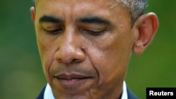 """""""Debemos confortarnos el uno al otro y hablar de una manera que sana, no de una manera que hiera"""", señaló Obama."""