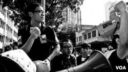 澳門學者仇國平參與示威活動 (仇國平臉書圖片)