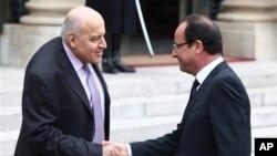 Օլանդն ու Մախուզը՝ նախագահական պալատի մոտ