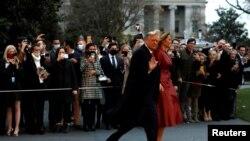 ေဂ်ာ္ဂ်ီယာျပည္နယ္ကို ထြက္ခြာသြားတဲ့ သမၼတ Donald Trump နဲ႔ သမၼတကေတာ္ Melania Trump. (ဒီဇင္ဘာ ၅၊ ၂၀၂၀)