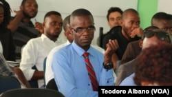Participantes no debate em Lubango