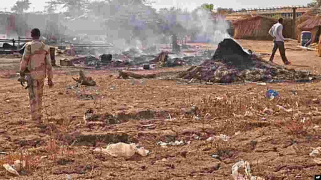 Bentiu au Soudan du Sud, après un raid de l'aviation soudanaise, 14 avril 2012.
