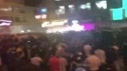 مردم در اهواز یک خودروی یگان ویژه را در اختیار گرفتند