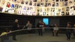 اجرای آهنگ های ساخته شده توسط قربانیان نسل کشی یهودیان، در موزه هولوکاست اسرائیل