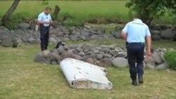 تحقیقات درباره ارتباط قطعه یافت شده با هواپیمای مفقود شده مالزی ادامه دارد