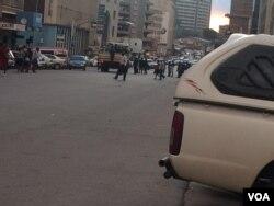 Police looking for MDC protesters in Harare. (Photo: Nunurai Jena)