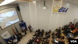 """Panel diskusija Centra za evropske politike """"Od estonskog do bugarskog predsedavanja Savetu EU: Novi zamajac za politiku proširenja?"""" u EU info centru, 21. decembra 2017."""