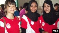 Atlet muda tim barongsai Golden Dragon Aceh Chelsea, Fatma dan Ratih.