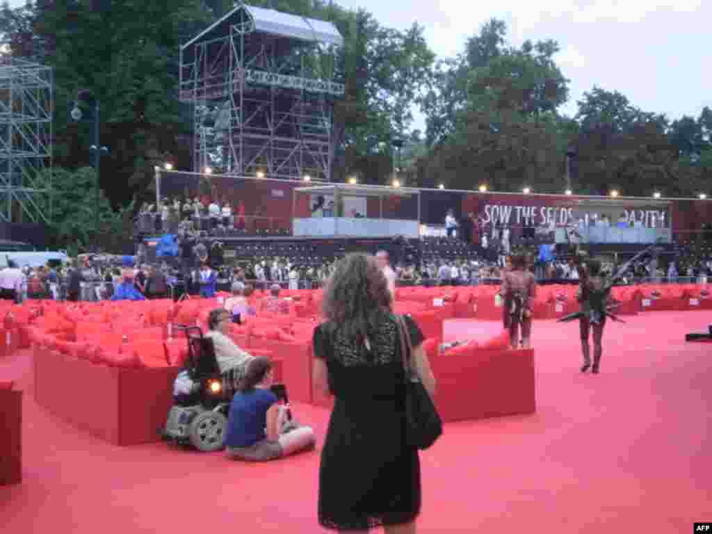 Подготовка к концерту и балу перед зданием Городского совета в Вене