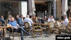 Bašte kafića mogu da rade do 22h, dok sedenje unutra nije dozvoljeno