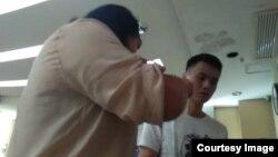 图中男子为涉嫌欺辱女律师和女公民的广州华林派出所警察陈某刚 (隋牧青提供图片)