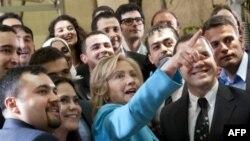 Хиллари Клинтон встретилась в Стамбуле со студентами