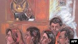 На данном рисунке изображены пять из десяти обвиненных в шпионаже в пользу России человек в здании федерального суда Нью-Йорка 28 июня 2010г.