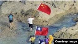 八名香港和中国大陆保钓人士2012年8月15日成功登岛。(资料图片)