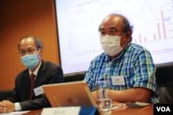 11月26日,香港民意研究所副总裁钟剑华(右一)表示,港府未处理根源问题,难以引起公众好感。(美国之音王四维拍摄)