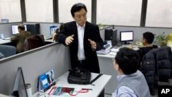 大公国际资信评估有限公司董事长关建中在北京的办公室同雇员谈话(2012年1月16日)