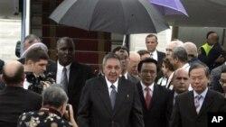 Chủ tịch Cuba Raul Castro đến Hà Nội, bắt đầu chuyến viếng thăm chính thức 4 ngày tại Việt Nam, ngày 7/7/2012