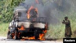 Sur cette image, le véhicule à bord du colonel Ndala en feu.