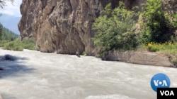 Farg'ona shahridan 50-55 km uzoqlikda joylashgan Shohimardonning umumiy maydoni 90 kv km