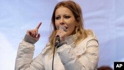 Ksenia Sobchak, pesohor TV Rusia menyatakan akan maju dalam Pilpres Rusia (foto: dok).