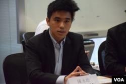 耶魯新加坡國立大學學院助理教授陳永政表示,希望尋找中間路線,可以一方面做到命運自主,也不需要投降。(美國之音湯惠芸攝)