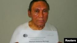 Noriega, en esta foto a los 77 años, a su llegada a Panamá.