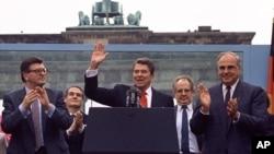 U.S. President Reagan Brandenburg Gate in West Berlin