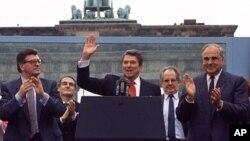 Выступление Рональда Рейгана у Бранденбургских ворот в 1987 г.