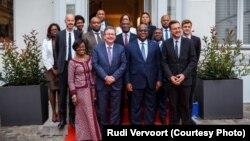 Président Félix Tshisekedi (1er rand, 2e à D., na bokutani na ministre-président ya etuka ya engumba mokonzi Bruxelles, Rudi Vervoort, na basali baye, na na Bruxelles, 20 septembre 2019. (Twitter/Rudi Vervoort)